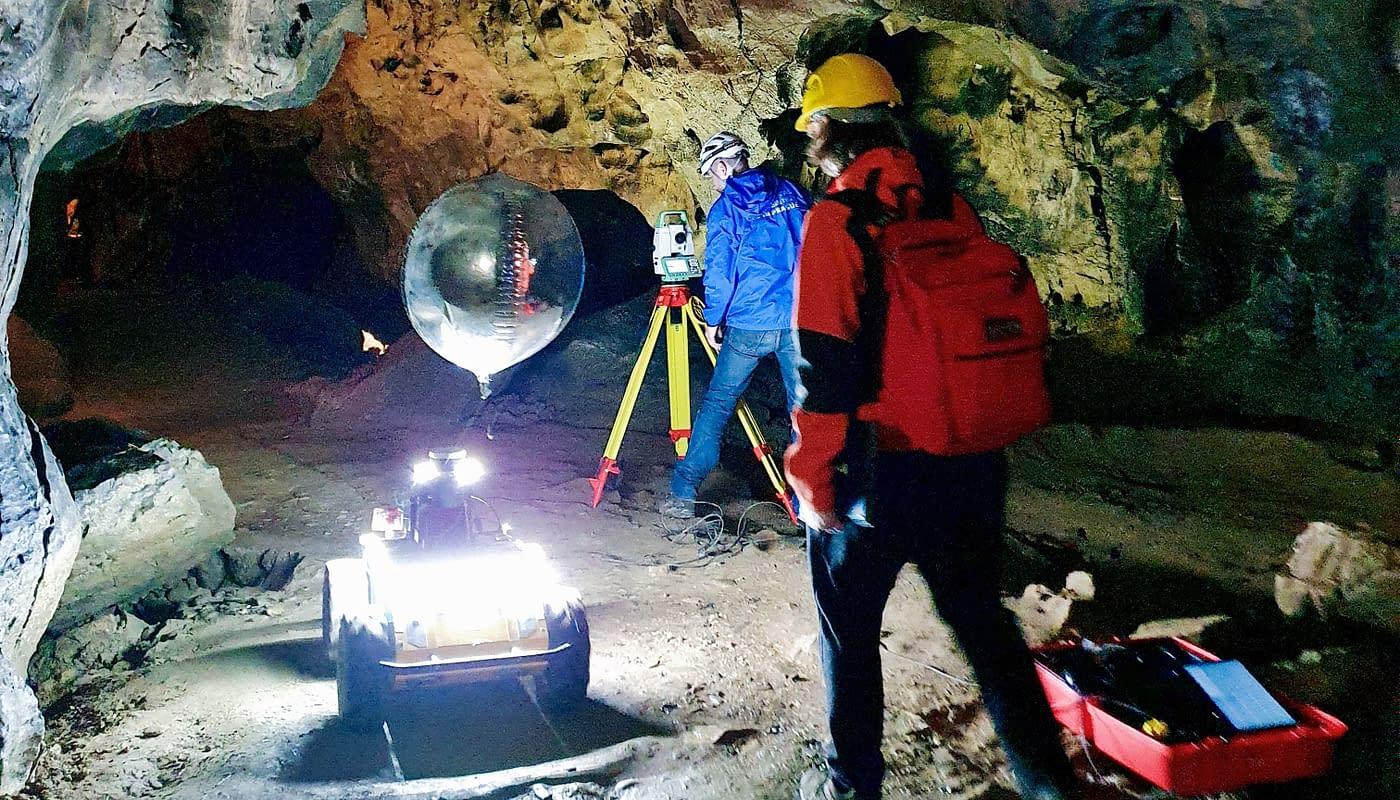 Roboti ČVUT v jeskyni Býčí skála