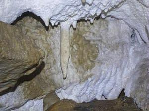 Velikonoční jeskyně