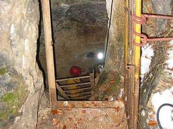 Francouzští záchranáři vysvobodili tři jeskyňáře. V podzemí je uvěznila řeka