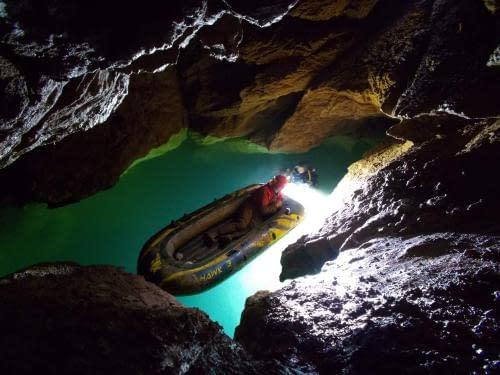 tajemná vodní hladina v Jazernej j.
