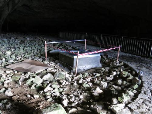 nová uzávěra na Křížových jeskyních