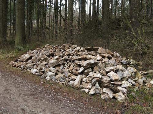 deponie kamení z Dagmary se rozrůstá